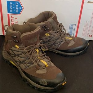Like new The North Face all terrain hiking Boots